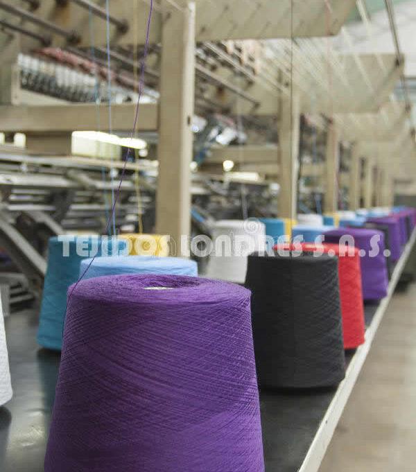 producción-de-la-materia-textil-tejiendo
